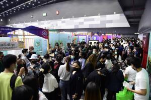 นายกฯ ประยุทธ์ เยี่ยมบูธ ซีพีเอฟรับงานกว่า  8,000 อัตราที่ Job Expo Thailand 2020