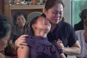 แม่ใจสลายร่ำไห้หน้าโลงศพ! ลูกสาว ม.4 ธิดาไหมถูกกระสุนปืนแก๊งโจ๋ดับ พ่อกลับจากไต้หวันยังไม่รู้ลูกตาย