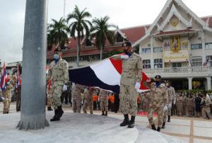 """ปลุกจิตสำนึกรักชาติ! ผู้ว่าฯโคราชนำขรก.-ประชาชนร่วมกิจกรรม """"วันพระราชทานธงชาติไทย"""""""
