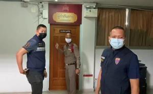 ครูต่างชาติเหวี่ยงเด็กอนุบาล 1 เข้าห้องน้ำ โผล่มอบตัวตำรวจแล้ว หลังถูกกดดันหนัก