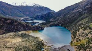 """""""ทะเลสาบ 3 สี"""" มหัศจรรย์ธรรมชาติแห่งดินแดนหลังคาโลก """"ทิเบต"""""""