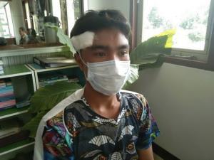 นายวัฒนา ซอนพา อายุ 19 ปี วัยรุ่นที่บาดเจ็บ เข้าแจ้งความดำเนินคดีกลุ่มวัยรุ่นคู่อริ