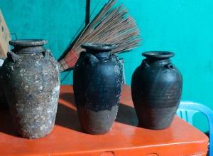นักดำน้ำเขมรโดนจับคาบ้าน พบวัตถุโบราณในครอบครองเกือบ 300 ชิ้น