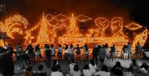 ตระการตา! แข่งไหลเรือไฟ@นครพนม ไฮไลต์เด็ดคืนออกพรรษาประชันความสวยงามถึง 7 ลำ