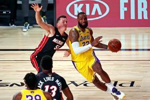 """""""เลอบรอน"""" เฉียด """"ทริปเปิล-ดับเบิล"""" ลบอาถรรพ์พ่าย 7 เกมรวดเปิดซีรีส์ชิง NBA"""