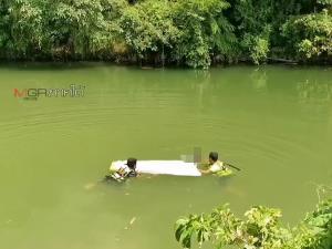 ผงะพบศพหนุ่มใหญ่ลอยน้ำในคลอง ตร.คาดดื่มจนเมาก่อนเดินมานอนที่ขนำ พลัดตกคลองดับ