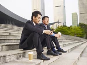 คนญี่ปุ่นเครียดมากเมื่อรู้ว่าเพื่อนได้เลื่อนตำแหน่งเป็นหัวหน้า  เครียดเท่ากับตัวเองขึ้นเป็นหัวหน้างาน !!