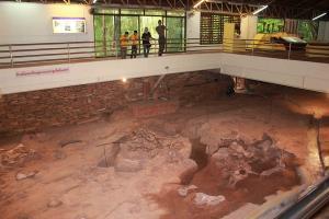 พิพิธภัณฑ์สิรินธรสุดคึกคัก นักท่องเที่ยวพาบุตรหลานชมซากฟอสซิลไดโนเสาร์