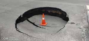 """แนะผู้ใช้รถ หลีกเลี่ยง! ถ.พระราม 5 เหตุ """"ถนนยุบตัว"""" จราจรติดขัดหนัก"""