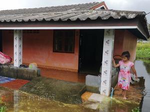 ทนไม่ไหว! ชาวบ้านตรังผวาเข้าร้องสื่อช่วยเหลือหลังเจอปัญหาบ้านจมน้ำเมื่อฝนตก