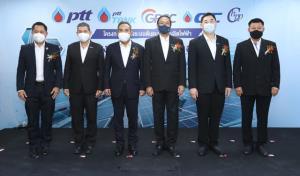 """ปตท.โชว์นวัตกรรมพลังงานทางเลือกที่ยั่งยืน """"โซลาร์ชนิดลอยน้ำทะเล"""" แห่งแรกของไทย"""