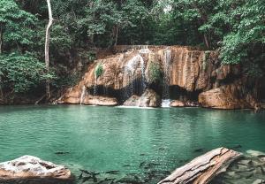เที่ยวน้ำตกเอราวัณ จ.กาญจนบุรี (ภาพจากเพจ อุทยานแห่งชาติเอราวัณ)