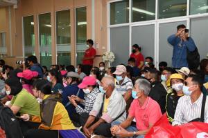 ชาวบ้านจันทบุรี 500 คนบุก ก.อุตฯ ไม่เอาเหมืองทองคำ ขีดเส้น 31 ต.ค.ไม่ยุติสำรวจบุกทำเนียบฯ