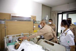 ผบ.ทร.เยี่ยมกำลังพล-ผู้ที่ได้รับบาดเจ็บ อุบัติเหตุ ฮ.กองทัพเรือลงจอดฉุกเฉินที่เขื่อนสิริกิติ์
