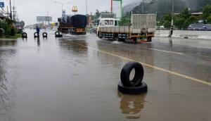 น้ำท่วมชะอำ-ถนนเพชรเกษมยังไม่คลี่คลาย หลังฝนกระหน่ำต่อเนื่อง