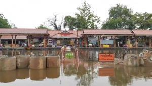 เพชรบุรีอ่วม น้ำเข้าท่วมรางรถไฟ และบ้านเรือน ไร่สวน ประชาชนกว่า 400 หลังคาเรือน