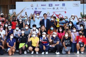 ณัฐวุฒิ เรืองเวส รองผู้ว่าการ การกีฬาแห่งประเทศไทย ฝ่ายกีฬาอาชีพและสิทธิประโยชน์ พร้อมด้วย สุเทพ มณีโชติ รองผู้ว่าราชการ จังหวัดขอนแก่น ร่วมมอบรางวัล