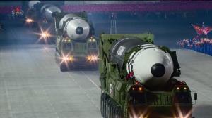 ดูชัดๆ! ขีปนาวุธข้ามทวีปใหม่เกาหลีเหนือ ขนาดเบิ้มกว่ารุ่นก่อนๆ (ชมคลิป)