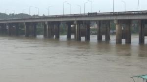 แม่น้ำมูล-แม่น้ำโขงสูงขึ้น จ.อุบลฯ สั่งจับตาพายุหลิ่นฟาทำฝนหนักที่อีสานล่าง