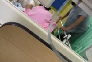 """""""หมอแล็บ"""" แฉชายโหดจ้องตบยายนอนป่วยในโรงพยาบาล (ชมคลิป)"""