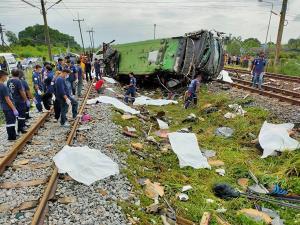ตร.จ่อไม่ดำเนินคดี พขร.รถไฟ ระบุใช้ความระมัดระวังเต็มที่ ชี้บัสกฐินบรรทุกเกินพิกัดเกือบเท่าตัว