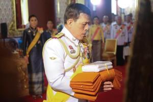 ในหลวง ทรงบำเพ็ญพระราชกุศลถวายผ้าพระกฐินวัดเทพศิรินฯ-วัดสุทัศนฯ เป็นวันที่สาม