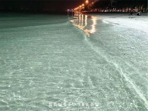 """""""อ.เจษฎ์"""" คลายฉงน สาเหตุน้ำทะเลบางแสนใสทะลุเห็นเม็ดทราย"""