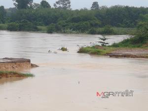 15 นาทีท่วมทั้งหลัง! พนังกั้นแม่น้ำตรังแตกน้ำทะลักเชี่ยวกราก ชาวบ้านขนของหนีอลม่าน