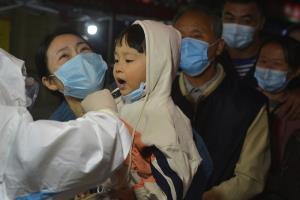 จีนลุยตรวจ 'ไวรัส' ที่ซิงต่าว 2 วัน 4.2 ล้านคน ขณะ WHO ชี้ไอเดีย 'ภูมิคุ้มกันหมู่' ผิดพลาดหนัก