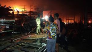 ไฟไหม้โรงงานทำเฟอร์นิเจอร์ ย่านลำลูกกา วอดทั้งหลัง