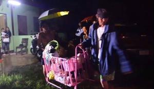 หนีตายกลางดึก! แม่ลูกอ่อนหอบลูกวัย 9 เดือนอพยพหนีน้ำหลัง ปภ.สระแก้ว ประกาศเตือนภัย