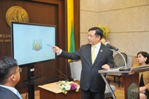 """""""เฉลิมชัย""""ตั้งเป้าดันเมืองไทยสู่ฮับโปรตีนแมลงโลก ส่งเสริมเกษตรทางเลือกใหม่ในยุคโควิด"""