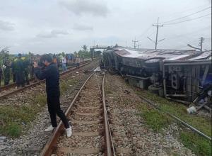 """""""บัสมรณะ"""" บทเรียนจุดตัดทางรถไฟ ภาพจำไทยเมืองอุบัติเหตุบนท้องถนน อันดับ 1 ในอาเซียน อันดับ 9 ของโลก"""