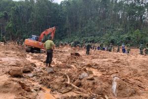 น้ำยังไม่ทันแห้ง พายุเตรียมขึ้นฝั่งเวียดนามอีกลูก ฝนตกหนักขวางภารกิจค้นหาเหยื่อดินถล่ม