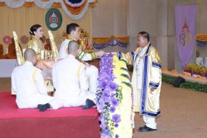 ในหลวง พระราชทานปริญญาบัตร มรภ.ศรีสะเกษ-อุบลราชธานี พระราชินีเฝ้าฯรับพระพระราชทานปริญญาบัตรรัฐประศาสนศาสตร และปรัชญาดุษฎีบัณฑิตกิตติมศักดิ์