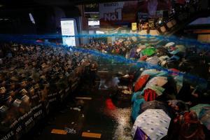 In Pics: สื่อนอกตีข่าวม็อบไทยใช้ 'ฮ่องกงสไตล์' ชี้ 'ประยุทธ์' เจอศึกหนัก ด้าน 'โจชัว หว่อง' ทวีตเคียงข้างผู้ชุมนุมไทย