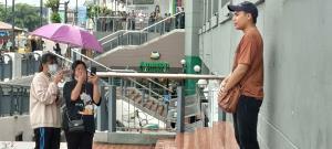 ม็อบดาวกระจายนัดรวมพลหน้าห้างโรบินสัน ราชบุรี ตำรวจตรึงกำลังรับมือ