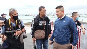 มาตามนัด! เยาวชนพัทยา-ชลบุรีกว่า 300 คน รวมตัวไล่รัฐบาลท่ามกลางสายฝนหน้าหาดพัทยา