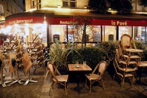 ฝรั่งเศสเริ่มบังคับใช้เคอร์ฟิว ยอดติดเชื้อโควิดรายวันพุ่ง 3.2 หมื่น ทุบสถิติสูงสุด