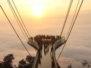 """นักท่องเที่ยวแห่เที่ยวเบตงช่วงวันหยุด ไม่พลาดเช็กอิน """"สกายวอล์กทะเลหมอกอัยเยอร์เวง"""""""