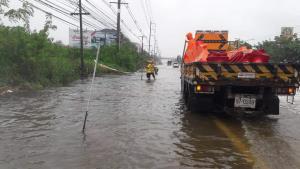 ถนน ทล.-ทช.ใน 7 จังหวัดถูกน้ำท่วมแล้ว 27 แห่ง แต่รถยังผ่านได้
