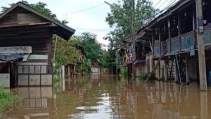 ปราจีนฯ ก็ไม่รอด! น้ำจากแควพระปรงเอ่อล้นเข้าท่วมหลายตำบลใน อ.กบินทร์บุรี
