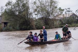 เวียดนามสาหัส 'น้ำท่วม-ดินถล่ม' ทำเสียชีวิตแล้วอย่างน้อย 105 คน
