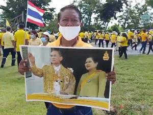 ชาวระโนด-สทิงพระนับพันคน ร่วมสวมเสื้อเหลืองออกมารวมพลังปกป้องสถาบัน
