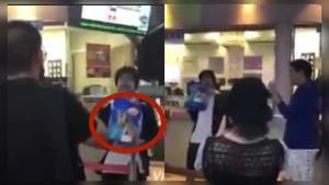 """คลิปวิดีโอ กลุ่มผู้ชุมนุมมอบอาหารสุนัขให้ จนท. bts พร้อมตะโกนด่า """"ขี้ข้าเผด็จการ"""" (ชมคลิป)"""