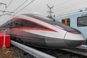 ชมรถไฟความเร็วสูงจีนรุ่นใหม่ ทะยานได้แม้พบระบบรางที่หลากหลาย