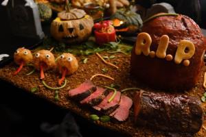 """ฉลองเทศกาลฮาโลวีนกับ """"บุฟเฟต์มื้อเย็น"""" ที่ห้องอาหาร เรนทรี คาเฟ่"""