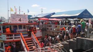 พัทยาแทบแตก หยุดยาว 3 วันนักท่องเที่ยวทะลักพื้นที่ บางส่วนลงเรือไปเกาะล้าน