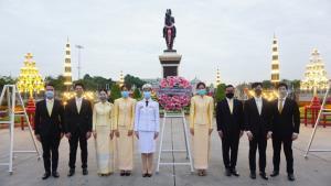 """""""ธณิกานต์"""" นำทีมคนรุ่นใหม่น้อมรำลึกถึงพระมหากรุณาธิคุณ ร.๕ กษัตริย์ผู้อยู่ในใจปวงชนชาวไทย"""