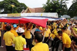 คนกาญจน์ก็รักสถาบัน พร้อมใจสวมใส่เสื้อเหลือง ขอให้สังคมไทยยึดมั่น 3 สถาบัน